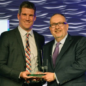 NAIOP Greater Toronto chapter president-elect Joel Pearlman, left, presents the Lifetime Achievement Award to Andre Kuzmicki.