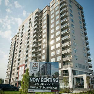 212 Davis Apartments is the first purpose-built rental tower constructed in Newmarket, north of Toronto, since the 1980s. (Image courtesy Rose Corp.)