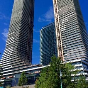 IMAGE: Empire Communities Eau Du Soliel condo development on Toronto's Humber Bay. (Steve McLean RENX)