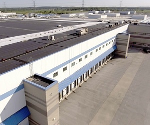 IMAGE: The VersaCold facility in Milton, Ont., just west of Toronto. (Image courtesy Colliers International)
